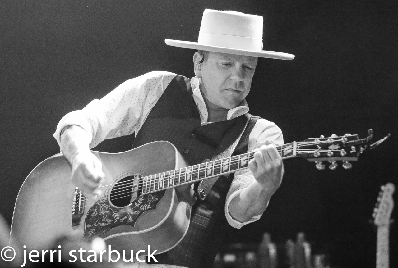 Kiefer Sutherland's Music is the RealThing