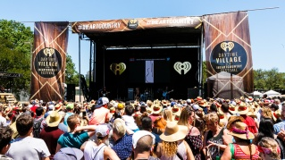 Iheart country daytime6-2017-Lindsay Ell