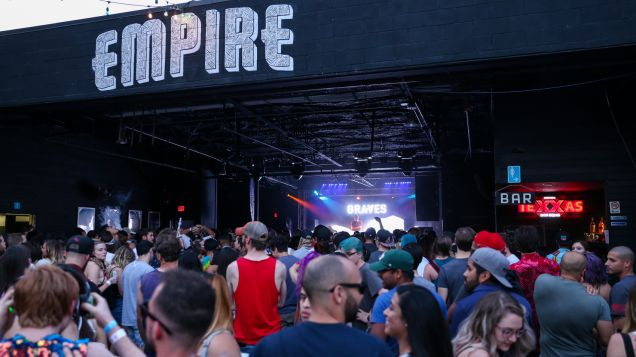 Austin 101 Euphoria proc day 2-11 ambiance