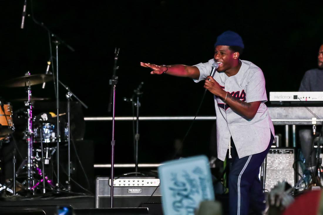 Beto Willie concert3-2018 Leon Bridges