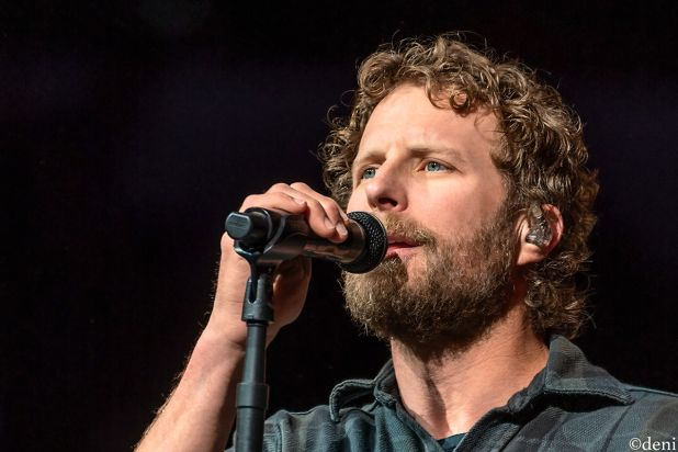 DIERKS-BENTLEY-2020-0218-0052