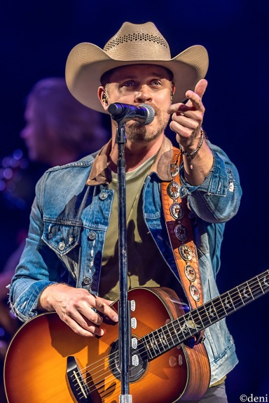 DUSTIN-LYNCH-2020-0208-349