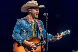 DUSTIN-LYNCH-2020-0208-399