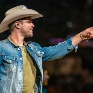 DUSTIN-LYNCH-2020-0208-501